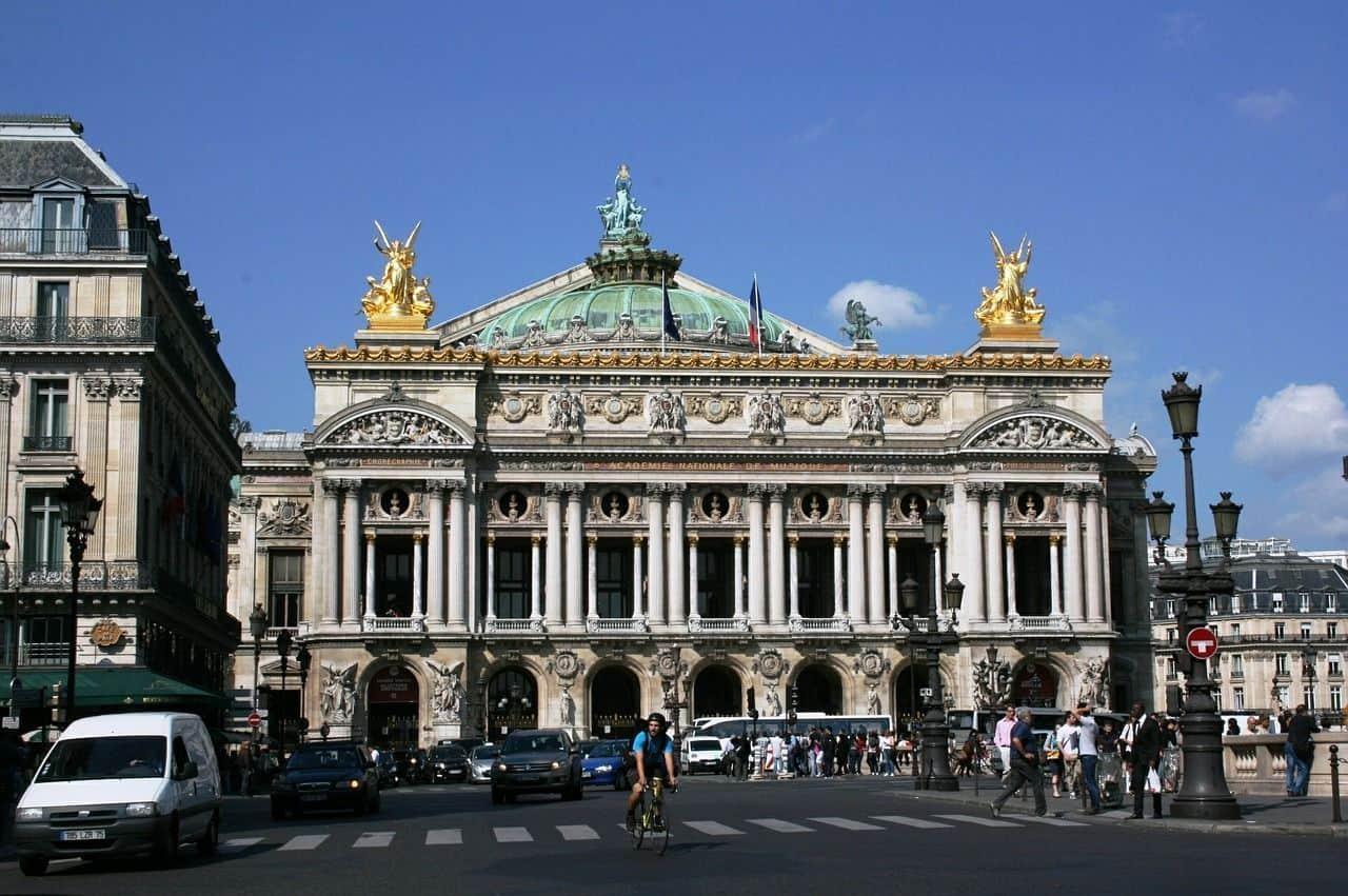 Frente de la casa de ópera de París